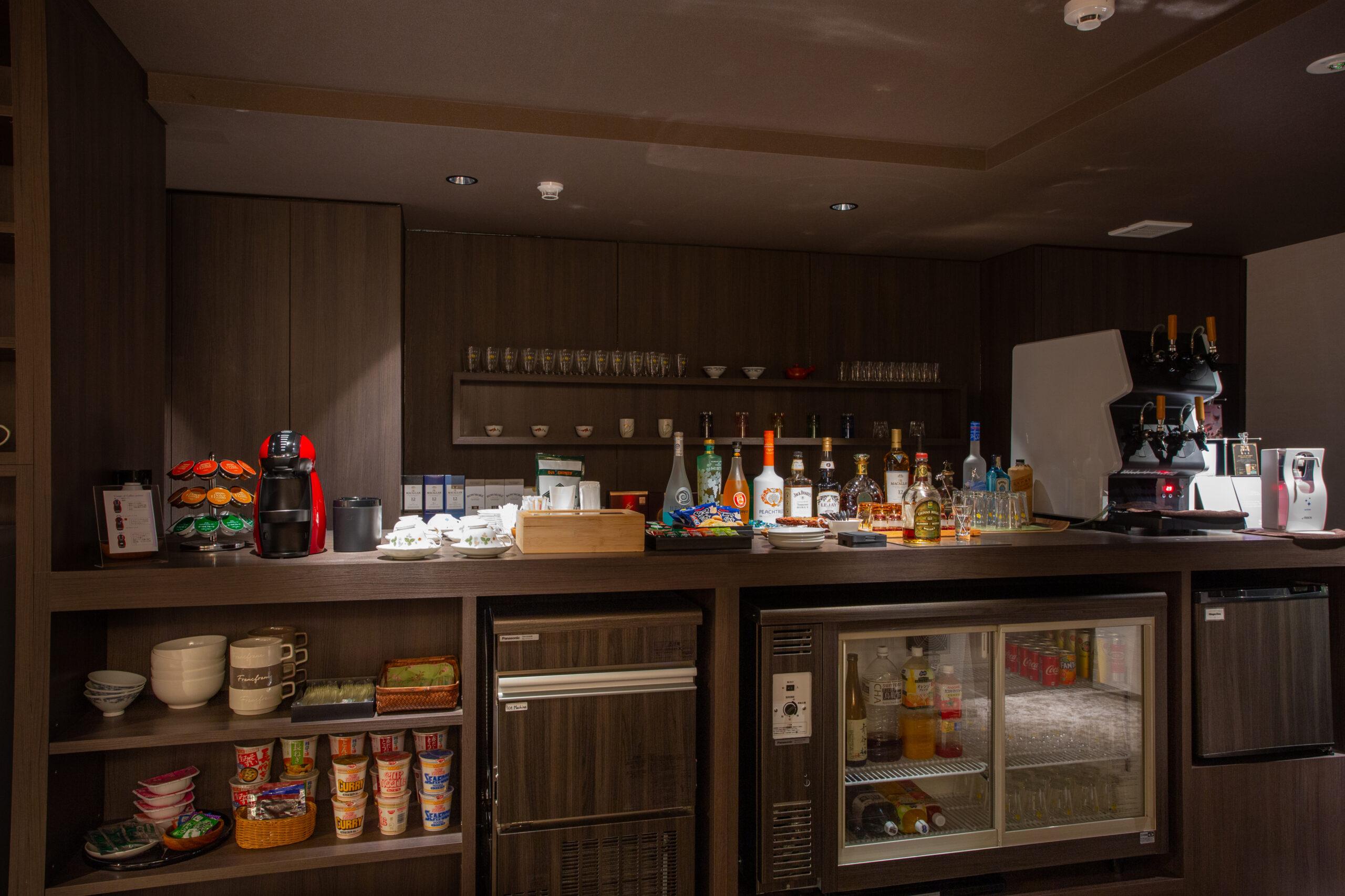 バータイムにはお酒好きな方にも満足頂けるラインナップのアルコール類がならびます。クラフトビール4種類は24時間ご提供しています。